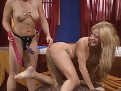 Homo sex adventure is sometning special for Lea Lexus and Amy Brooke