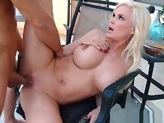 Hot Stepmom Diamond Foxx Rides Cock